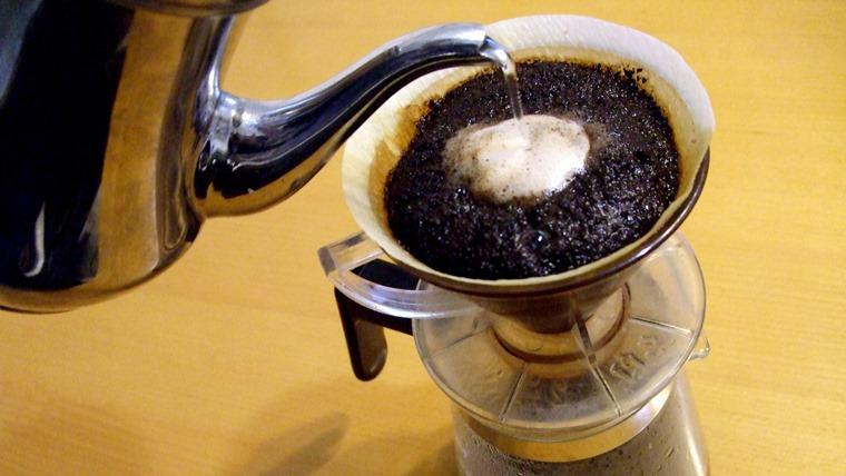 ドリップしているコーヒー