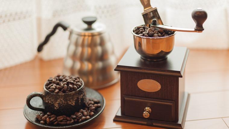 手動のコーヒーミル
